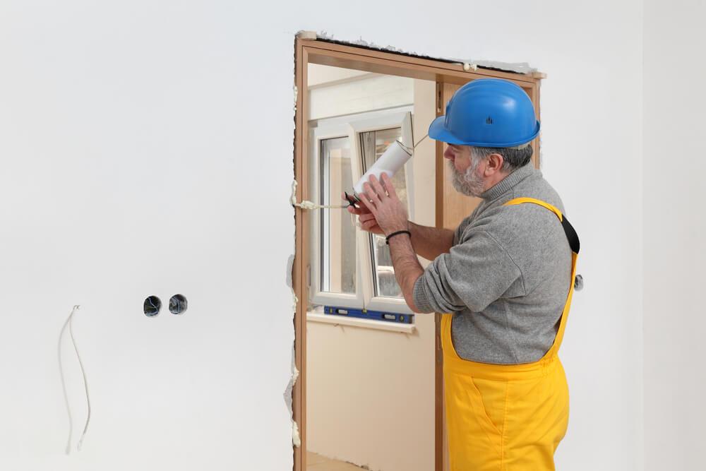 ustanovka-dvernoi-korobki-csscomb